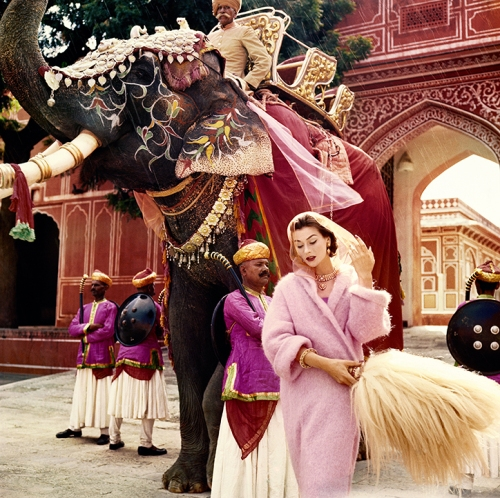 vogue_100_anne_gunning_in_jaipur_by_norman_parkinson_int_4